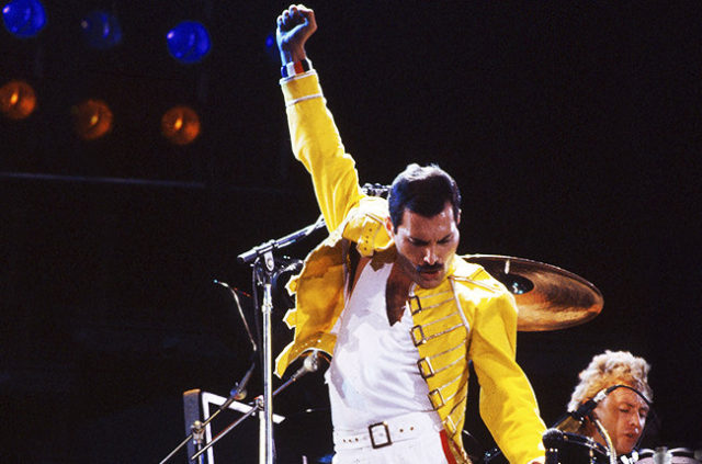 freddie-mercury-of-queen-1986-billboard-650