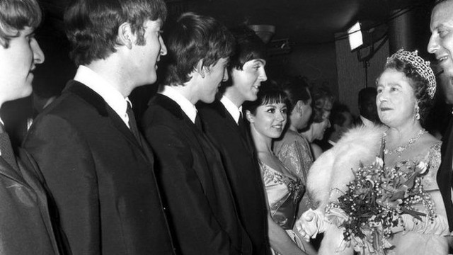 1963the_beatles_1963_royal_line_up-1